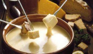 FONDUE 300x175 - 4 лучших блюда из сыра - готовим вкусно