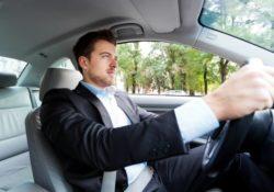 private car with driver 250x175 - Болит спина в машине? Причина болей в спине и шее за рулем