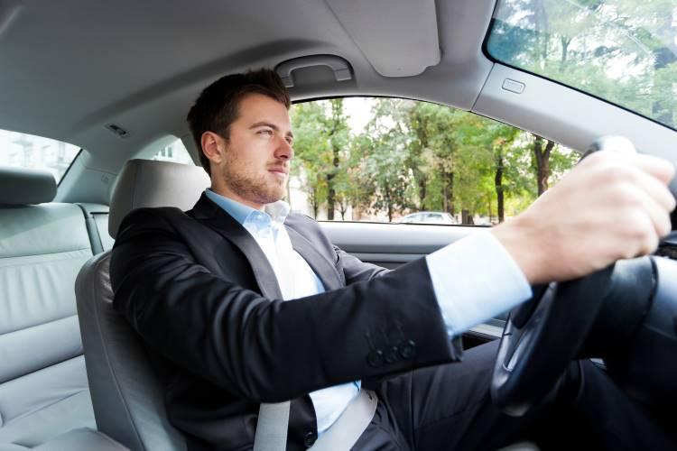 private car with driver - Болит спина в машине? Причина болей в спине и шее за рулем